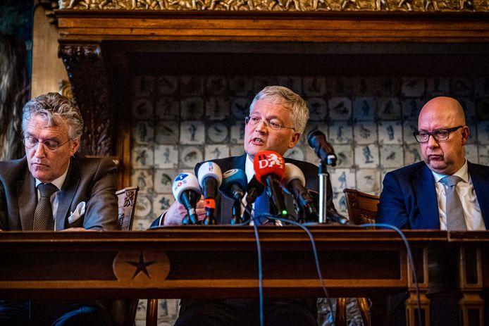 De burgemeesters en voorzitters van de Brabantse Veiligheidsregio's Jack Mikkers ('s-Hertogenbosch), Theo Weterings (Tilburg) en John Jorritsma (Eindhoven) geven een toelichting op de Brabantse situatie met betrekking tot het coronavirus, maart 2020.