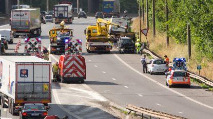 Drie auto's botsen aan Dilbeekse oprit van Brusselse binnenring