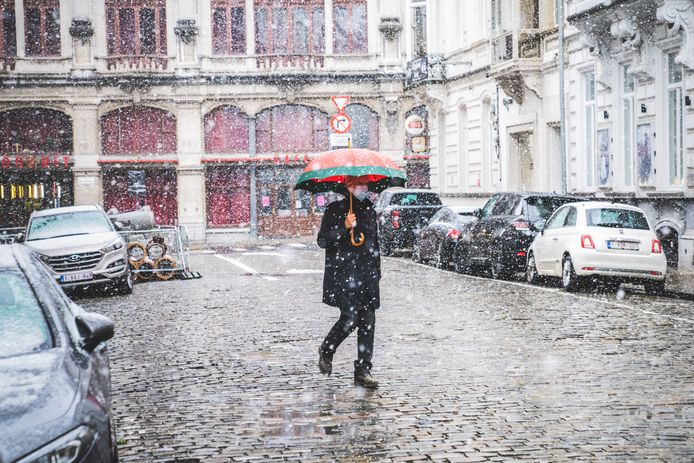 Schuilen onder de paraplu.