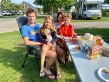Vakantie in eigen land, is dat nou echt zo erg? Familie Hennekam geniet van Bunnik: 'We horen het verkeer van de A12 niet, er zijn hier weinig muggen'