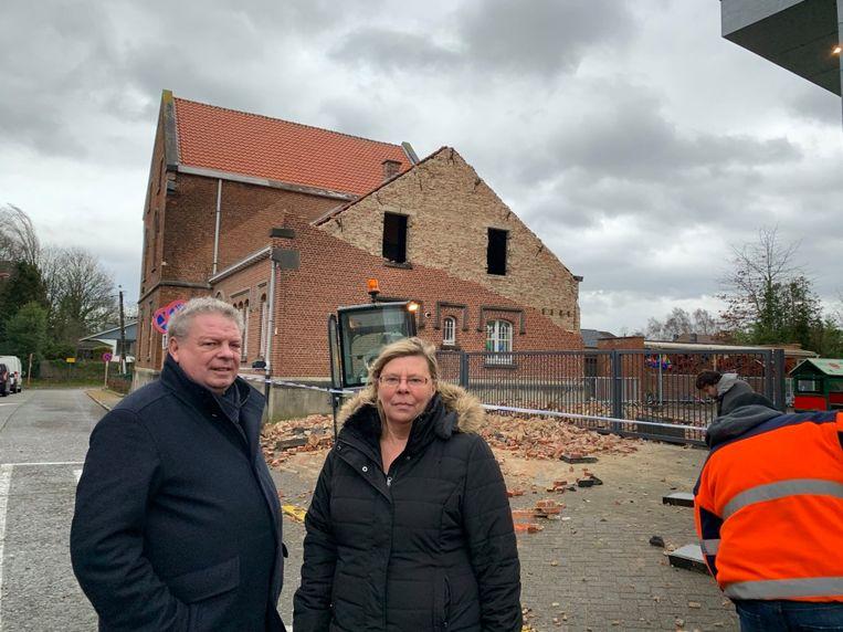 Burgemeester Chris Selleslagh en directrice Myriam Eynikel - Gemeentelijke basisschool 't Mierken Beigem - gevel ingestort - Grimbergen