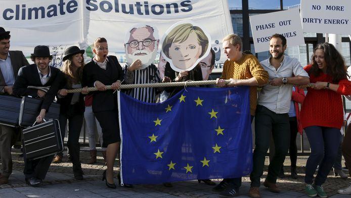 Klimaatactivisten voeren actie voor de Europese Raad in Brussel.