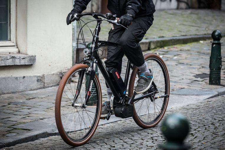 Het trio duwde het slachtoffer van zijn fiets.
