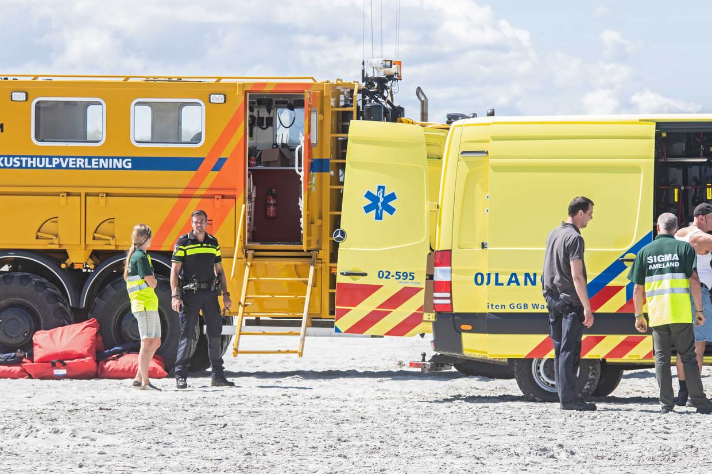 Reddingswerkers zochten vandaag vanaf het strand bij Nes op Ameland naar het vermiste 14-jarige meisje.