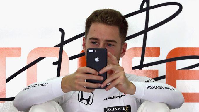 Tweede vrije oefensessie stopgezet na ongeval Grosjean, Vandoorne rijdt 13de tijd
