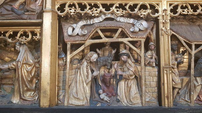 De stal in de Sint-Jan is gebaseerd op een houtsnede in het lijdensaltaar van rond 1500 dat in de Sint-Jan staat.