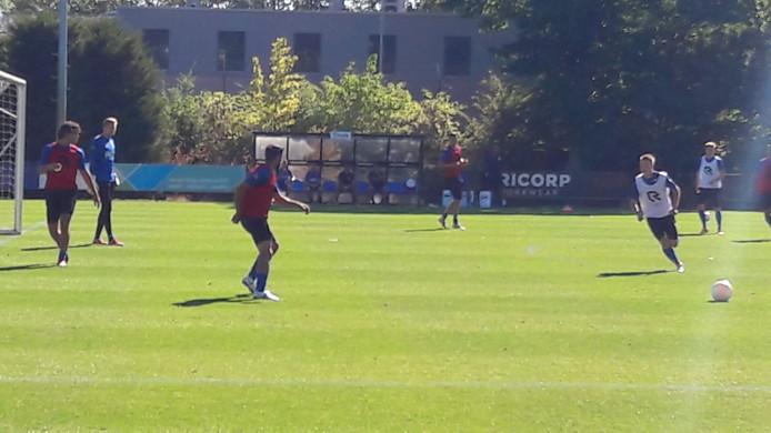 Özbiliz tijdens de training van Willem II maandag.