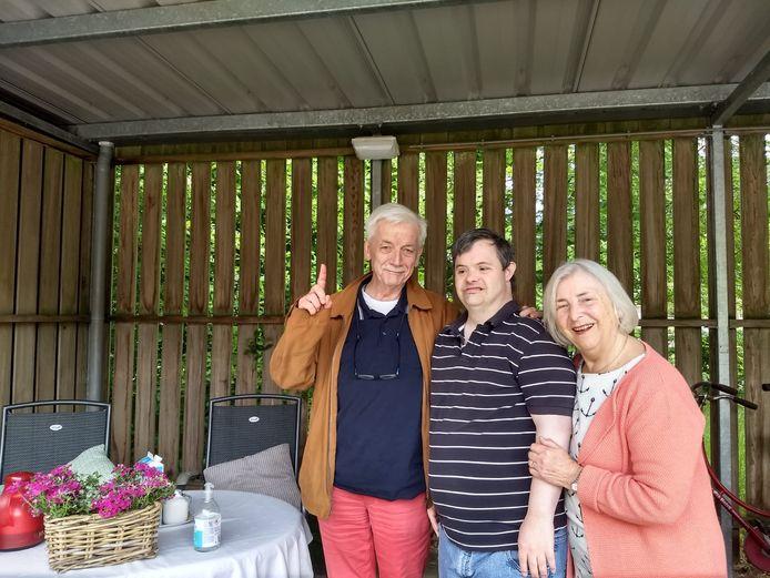 Jan en Hettie Wegdam en hun zoon Rogier.