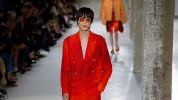 Kleur en draagbaarheid troef op de catwalk bij Dries Van Noten