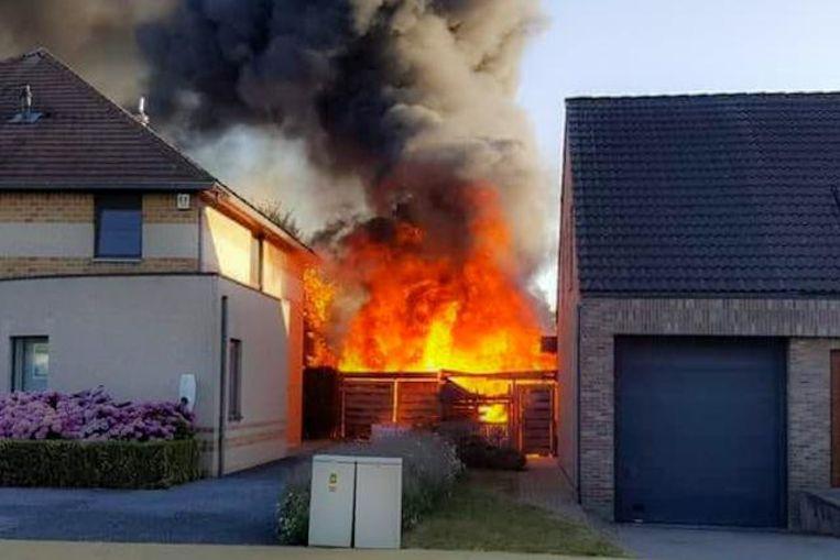 De brand woedde hevig. Het mag wel duidelijk zijn dat de medewerkers erger hebben voorkomen.