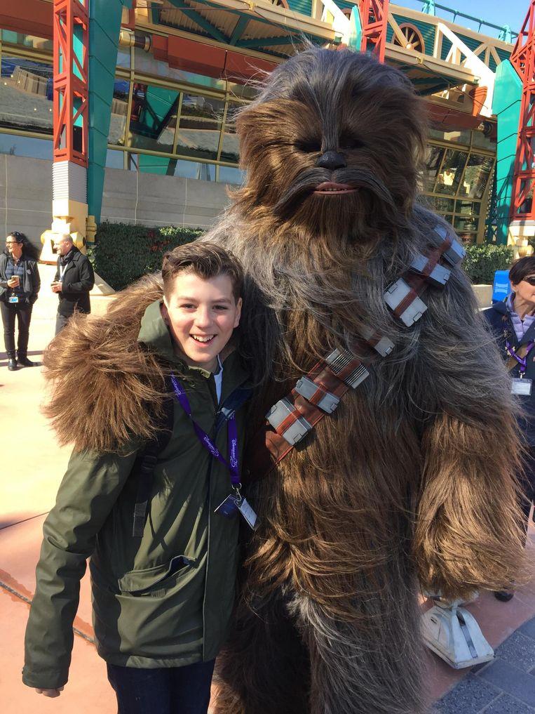Het zoontje met Chewbacca. Beeld Corine van Duin
