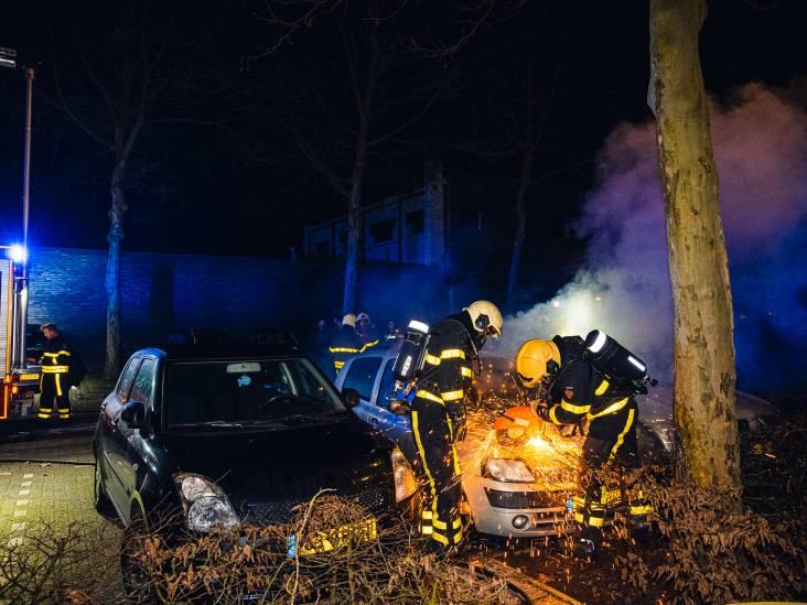 Politie onderzoekt brand in geparkeerde auto in Tilburg-Noord