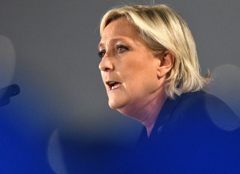Marine Le Pen belooft een referendum over een uitstap ui de EU en de eurozone indien ze president wordt.