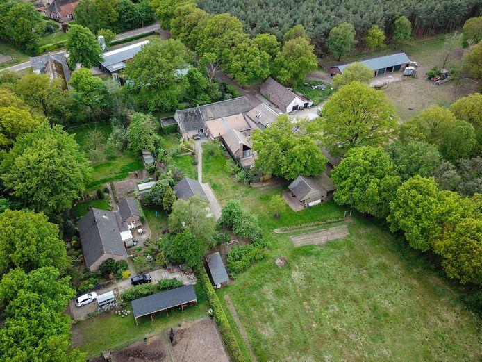 De boerderij aan de Hazeldonksedreef waar René Swinkels een oude stal wil vervangen.