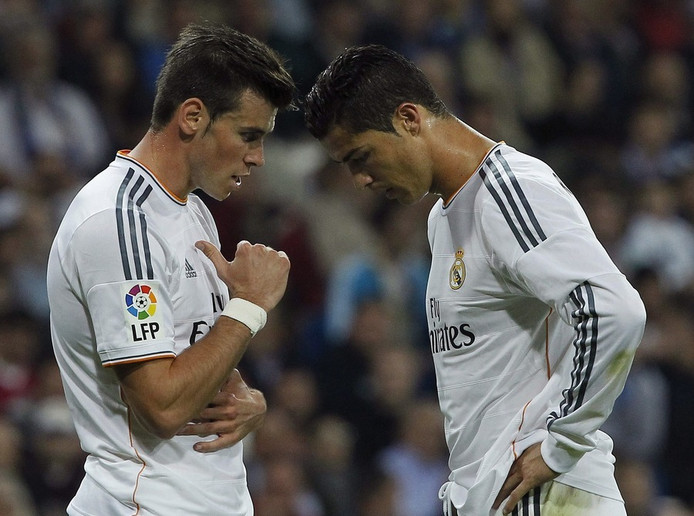 Ronaldo (rechts) blijft de duurste speler in de geschiedenis.