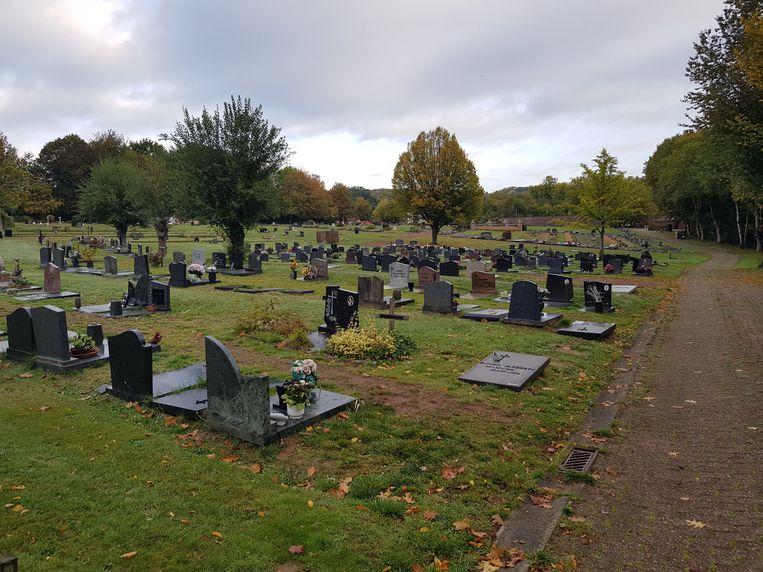 Het kerkhof wordt heringericht.