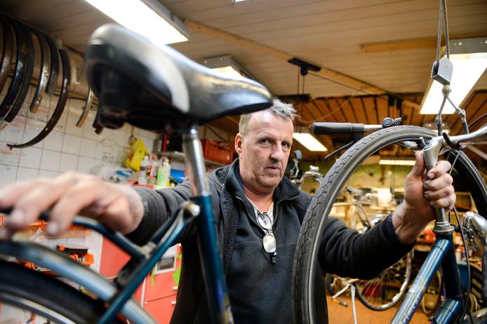 Chris Bollen handelt volgens de gemeente een fietsenhandel bij zijn woning. Hij zegt van niet, maar zijn strijd heeft hij nu ook bij de Raad van State verloren.