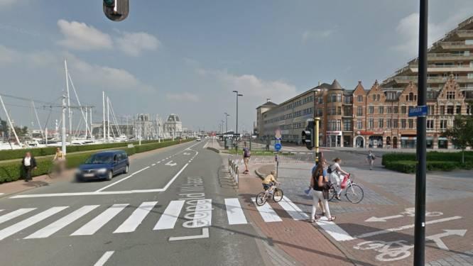 Oostendse (49) steekt vrouw in hals en gezicht aan bushalte