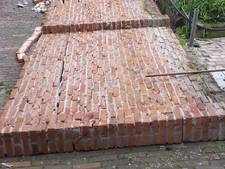 Vernielingen in Denekamp groter dan gedacht: ook muur omgedrukt in Koningsnacht