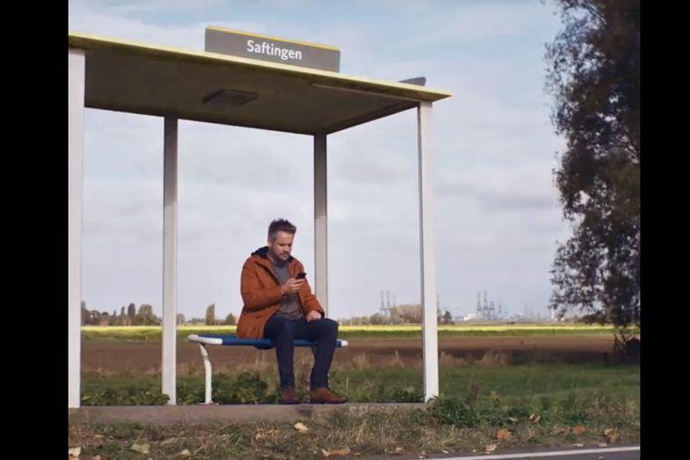Momenteel loopt er een reclamecampagne van Orange, opgenomen in het bewuste bushokje