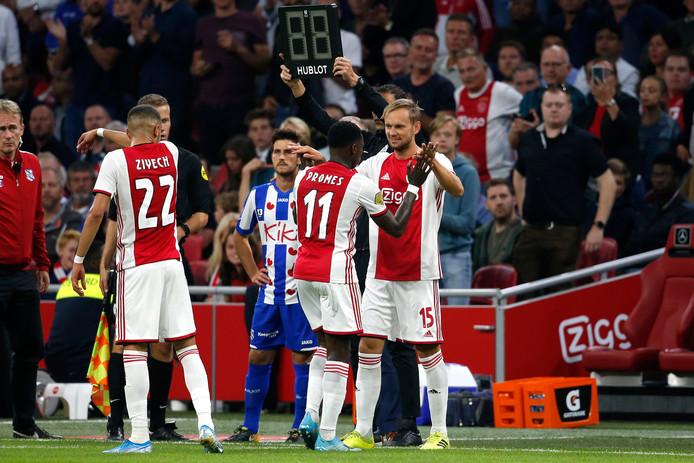 Als invaller voor Quincy Promes maakte Siem de Jong in de slotfase zijn rentree voor Ajax.