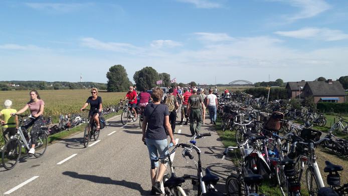 Waar parkeer ik mijn fiets? Topdrukte bij de herdenkingen in Driel