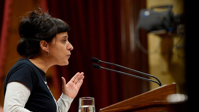 Anna Gabriel, partijleider van de CUP, in het Catalaanse parlement.