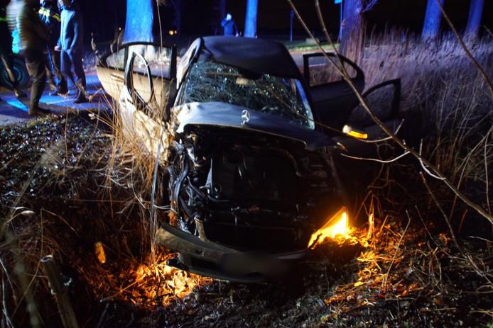 De auto raakte zwaar beschadigd door het ongeval.