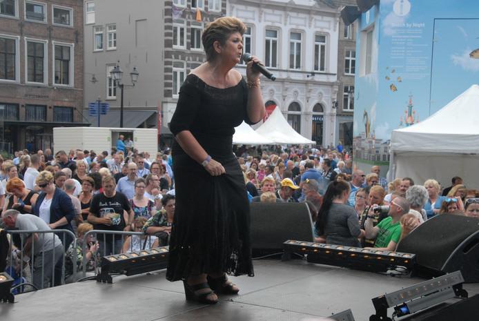 Sientje Koopmans, geen familie van Jantje, heeft het stukje X-factor dat onder anderen ook de Zangeres Zonder Naam zo typeerde.