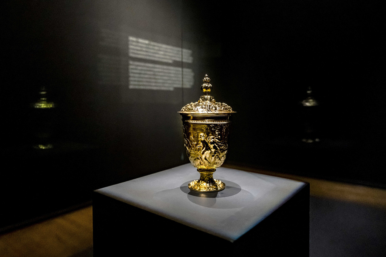 De gouden beker van Paulus van Vianen in het Rijksmuseum. De bokaal wordt beschouwd als de belangrijkste schat van de Oranjes, maar maakt tegenwoordig deel uit van de privécollectie van de familie Wessels.