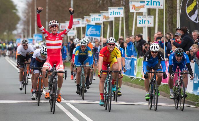 De Deen Andreas Stokbro wint in Goes de slotrit in de ZLM Roompot tour.