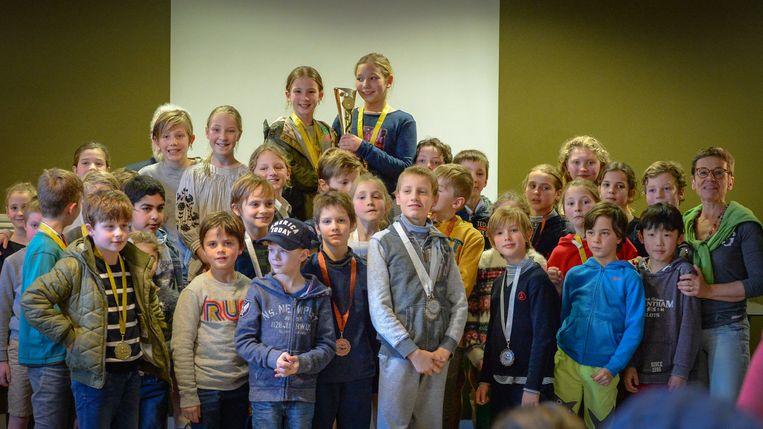 Brasschaat kent heel wat sportieve leerlingen want er deden er 146 mee aan de zwemwedstrijd.