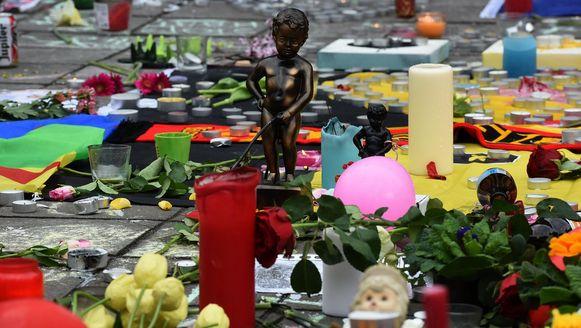 Een replika van Manneken Pis op het Beursplein, een dag na de aanslagen.