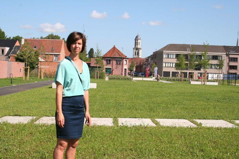 Stedenbouwkundig ambtenaar Elke Criel in het nieuwe stadspark.