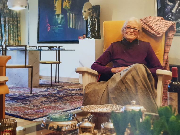 Brigitta Simoens in haar woonkamer aan de Gentse Zuid.