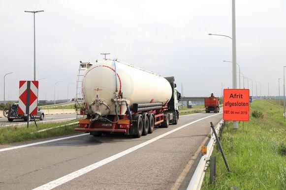 De E34 in Moerbeke krijgt binnen afzienbare tijd een nieuwe geluidsarme asfaltlaag.