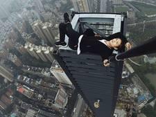 Dakbeklimmer valt van wolkenkrabber tijdens stunt