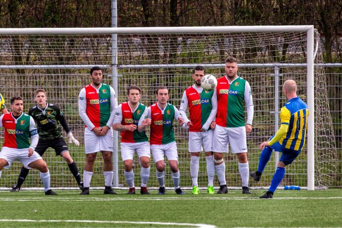 De Schiedamse voetbalvereniging SVV, ooit succesvol als profclub, glijdt steeds verder af en kent sportief donkere tijden.