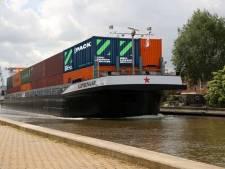 Bier dobbert op groene stroom naar de Rotterdamse haven