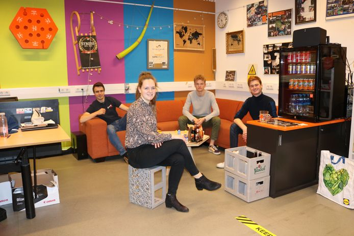 De organisatoren van de Student House Games in Enschede. Van links naar rechts: Tim Achterkamp (study association ConcepT), Annet Winters (study association Daedalus), Maarten Smit (study association Daedalus) Julian Timmers (study association Stress).