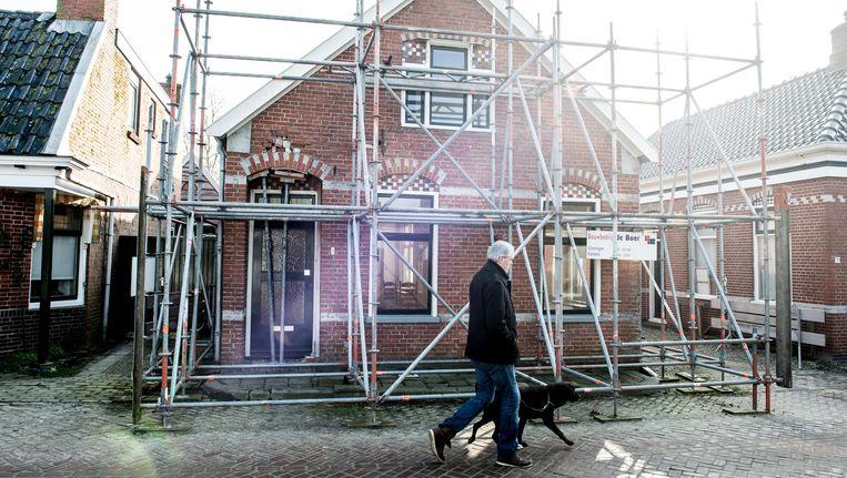 Door aardgaswinning beschadigd huis in het Groningse Stedum, 2015. Beeld Nederlandse Freelancers