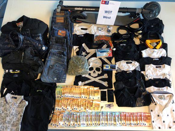 Bij de huiszoeking werd 278,5 gram marihuana, 3.280 euro cash en een opmerkelijke hoeveelheid luxekledij aangetroffen en in beslag genomen.