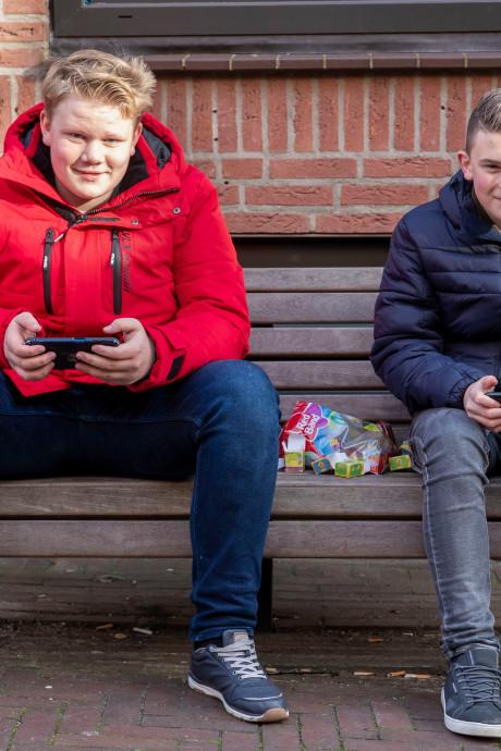 Reynier (14) en Julian (14) zijn 'even lekker chillen' in Rhenen: 'Na school doen we vaak wat leuks'