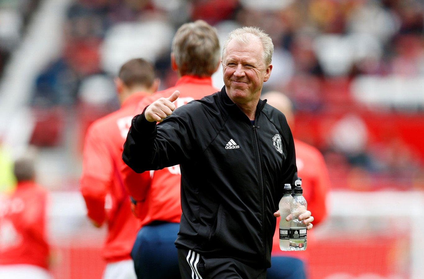 Steve McLaren is assistent van Alex Ferguson bij de ManUnited-legends.