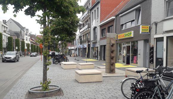 Weinig volk in de Nieuwstraat in Geel.