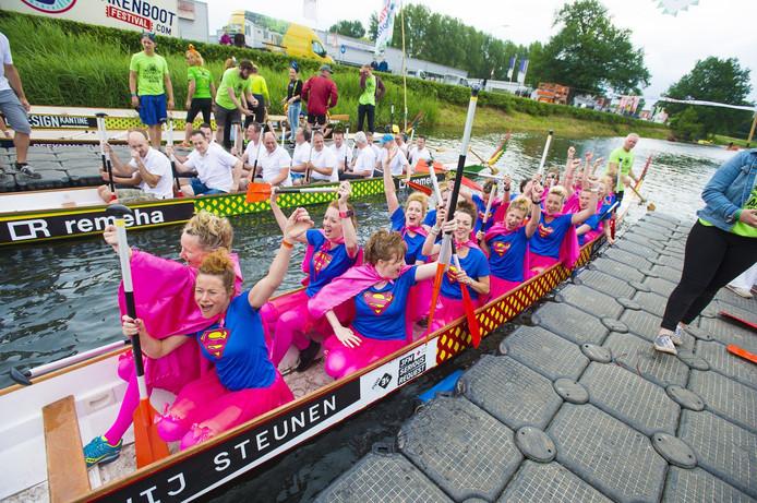 De Drakenbootraces waren vorig jaar wat lastig vanaf de kant te volgen.