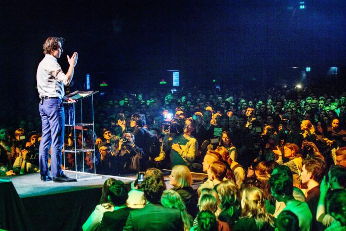 Jesse Klaver sprak vanavond duizenden 'fans' toe in voormalige Heineken Music Hall.  Daarnaast volgden duizenden kijkers de livestream. Foto: Jean-Pierre Jans