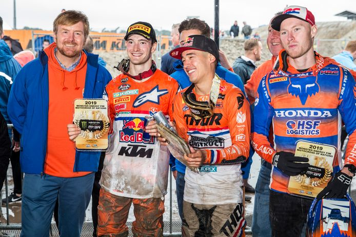 Koning Willem-Alexander zag zondagmiddag op het circuit van Assen hoe Nederland voor het eerst de Motorcross of Nations won.