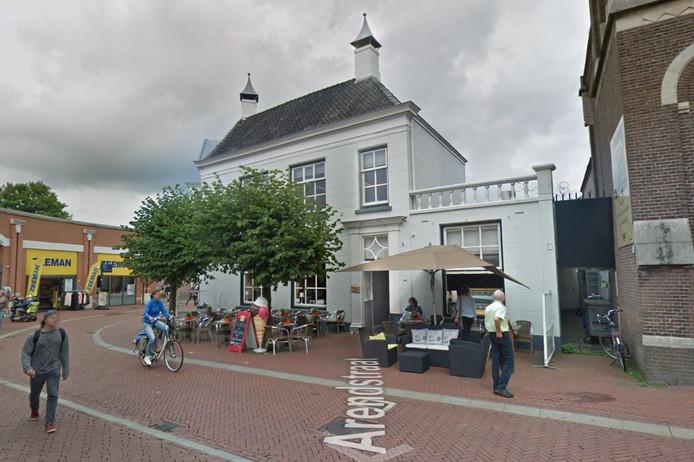 Brasserie Petit Paris in de Arendstraat.