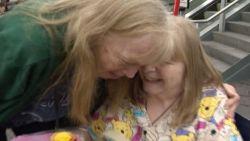 Twee zussen zijn 67 jaar na tragische scheiding eindelijk opnieuw herenigd